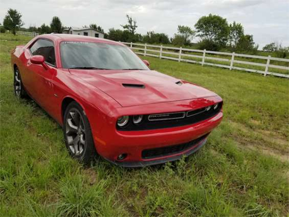 Sell 2016 dodge challenger r/t